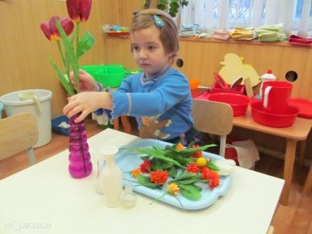 Ребёнок сделал букет