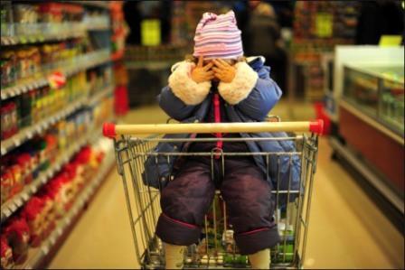 Неуправляемый ребёнок капризничает