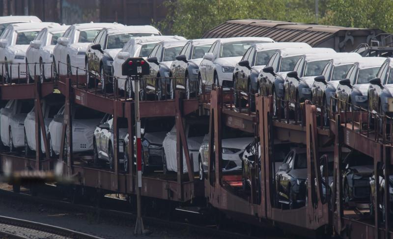 Немцы купили в этом году на четверть меньше автомобилей, чем в 2019 году. Foto: Julian Stratenschulte/dpa