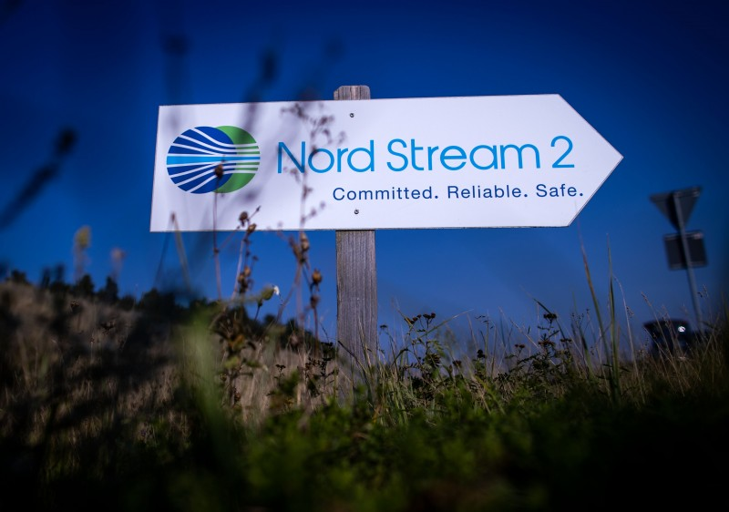 Вывеска перед станцией приёма природного газа для трансбалтийского трубопровода Северный поток 2. Фото: dpa Foto: Jens Büttner/dpa-Zentralbild/ZB