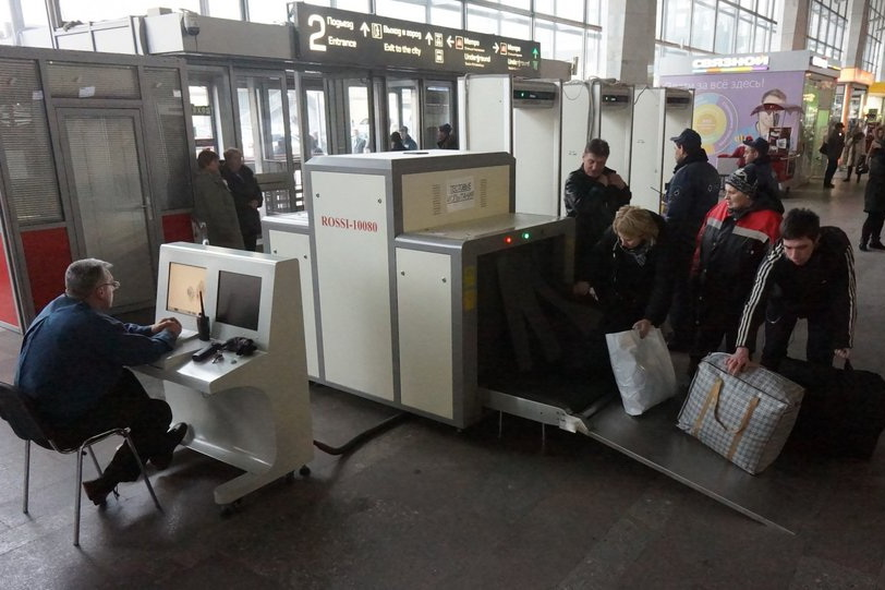 Под предлогом безопасности закрыли вход в метро
