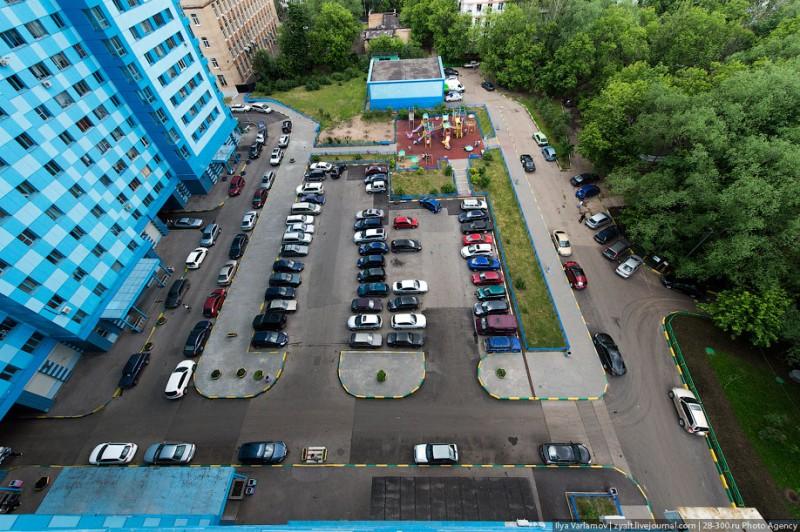 Нужно ли запрещать покупку автомобиля без паркинга?