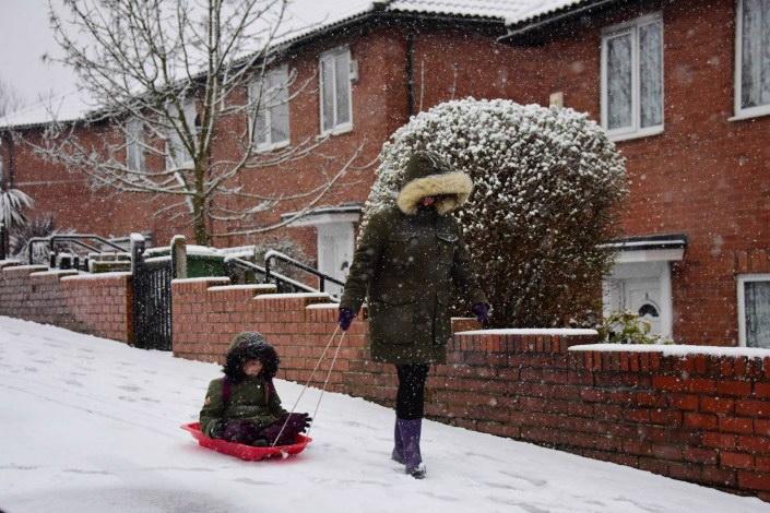 Как убирают снег в разных городах мира
