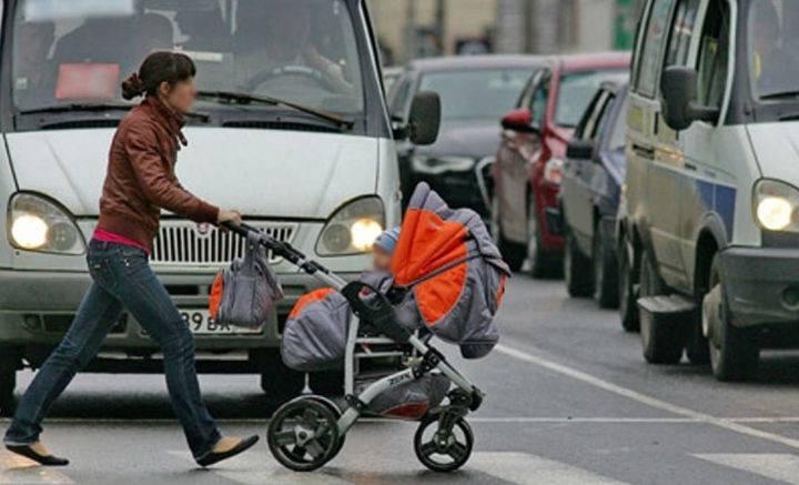 Как неправильно переходить по переходу с коляской