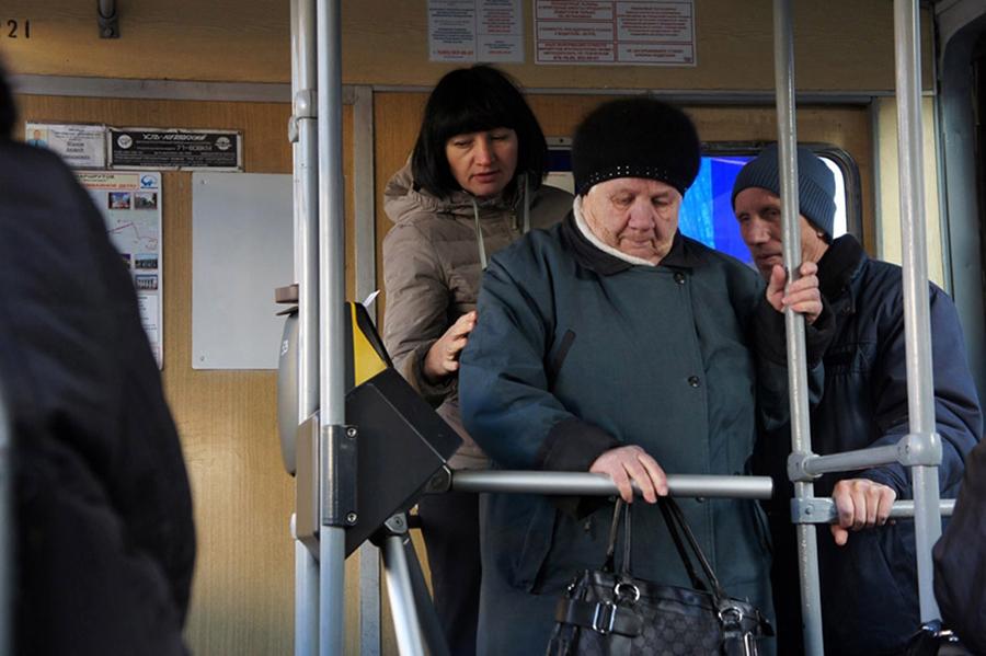 Турникеты в трамваях надо срочно убирать! 01