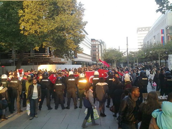Anti-PKK-protest-in-Frankfurt-Germany-on-Zeil-640x480