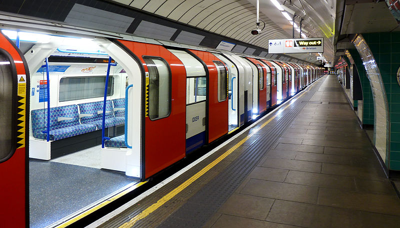 800px-brixton_tube_station_-_victoria_line