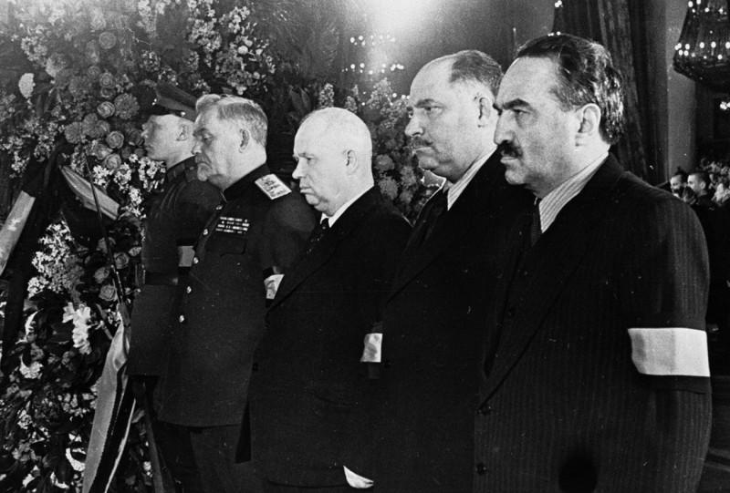 Анастас Микоян, Лазарь Каганович, Никита Хрущёв, Николай Булганин