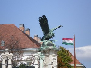 800px-Turul_and_Hungarian_flag