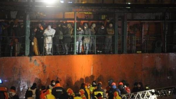 Illigal-immigrants-ship
