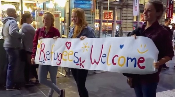 refugees_welcome_girls