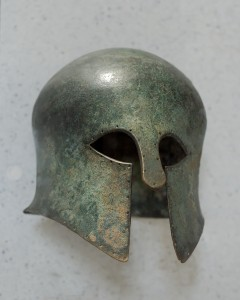 Corinthian_helmet_Louvre_Br4491