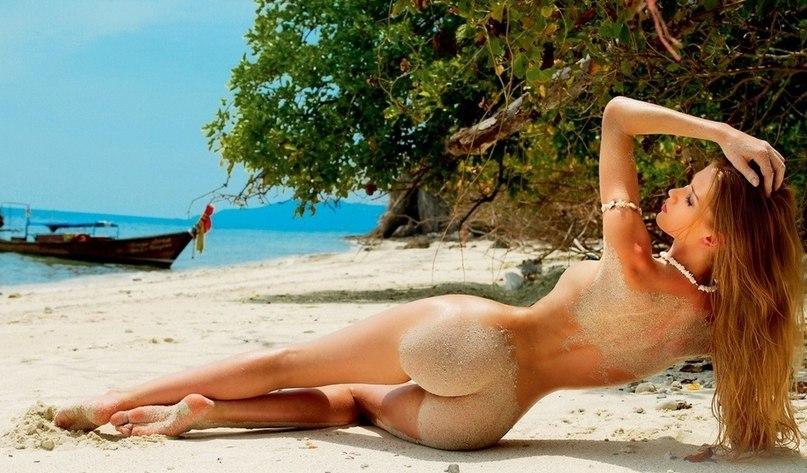 обнаженные на пляже фото