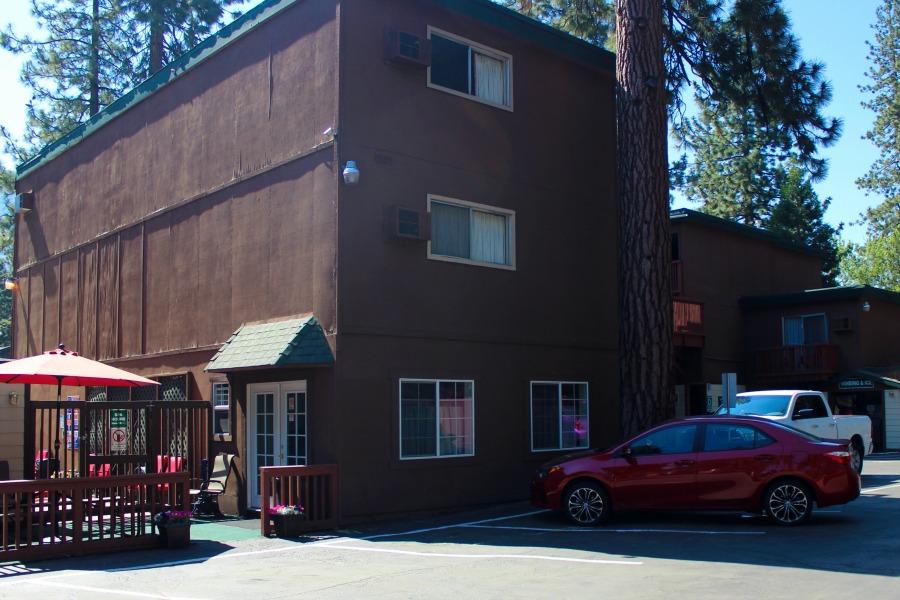 Tahoe_aprt_02.jpg