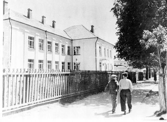 Средняя школа № 4 (сталинская 1937 г)