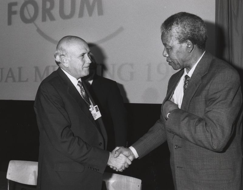 Frederik_de_Klerk_with_Nelson_Mandela_-_World_Economic_Forum_Annual_Meeting_Davos_1992 (1)