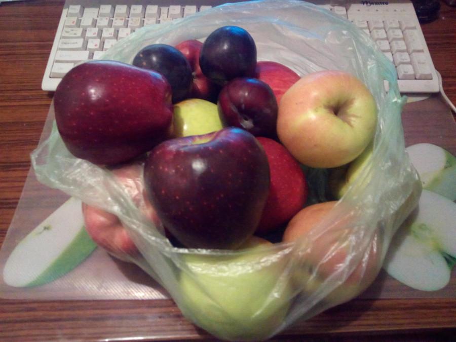 слива или яблоко прикол фото вбок выведите