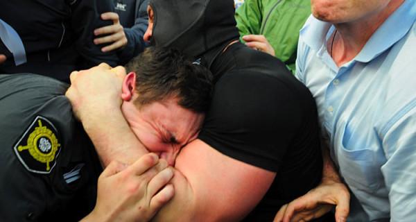 На митинге 6 мая Лузянин не терял время даром.