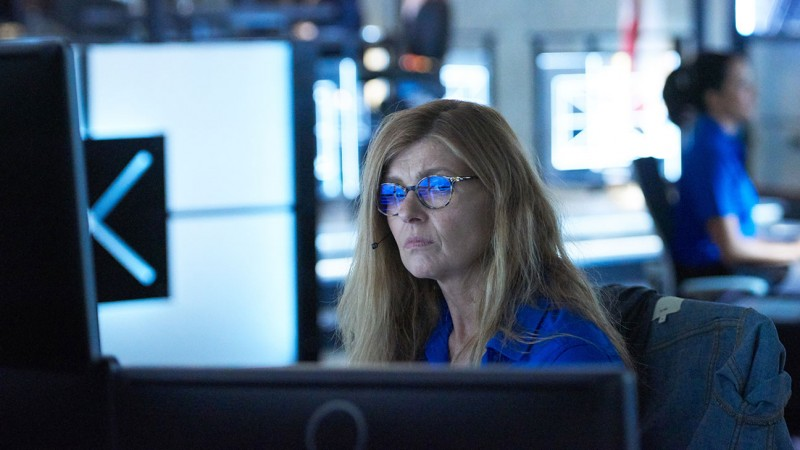 9-1-1_s01e01_still_connie_britton
