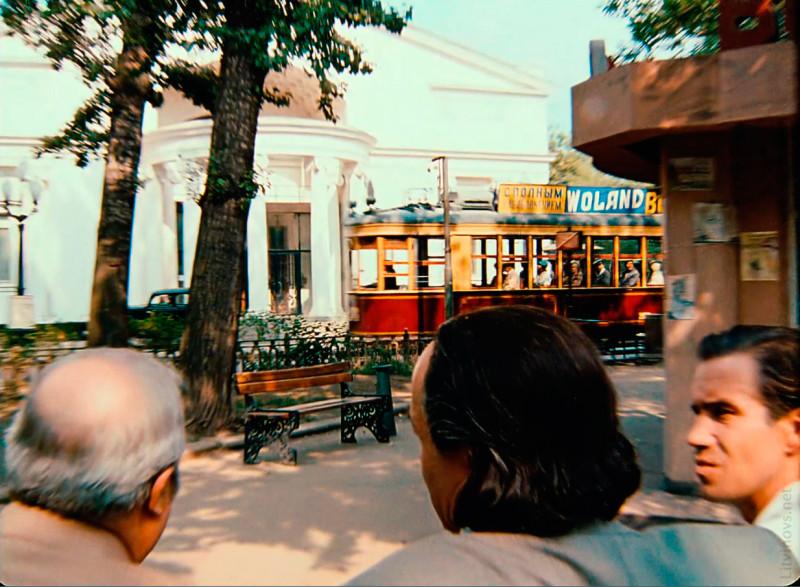 Юрий Кара: трамвай с афишами Воланда