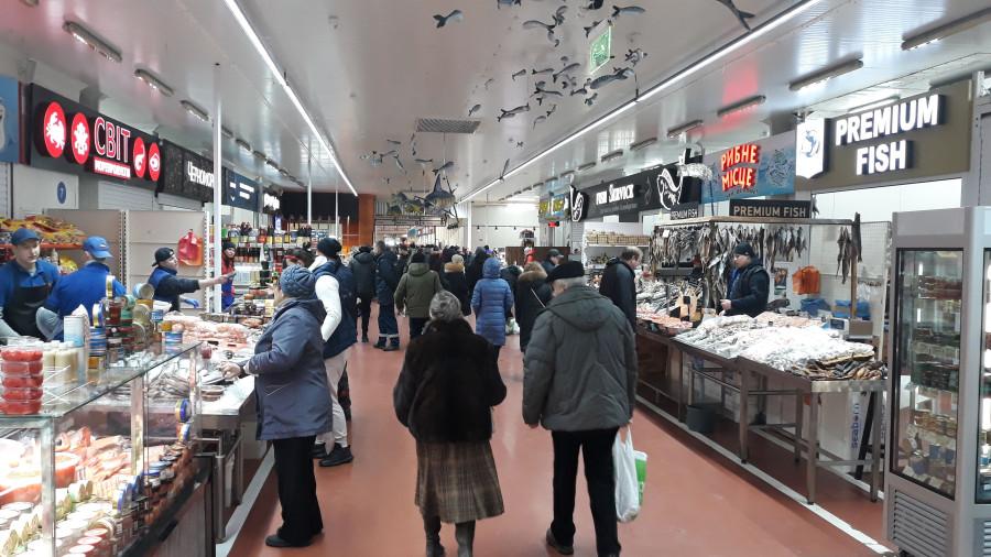 Рыбный ряд на Столичном рынке в Киеве 20190223_101626