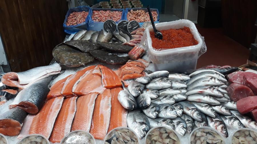Рыбный ряд на Столичном рынке в Киеве 20190223_103036