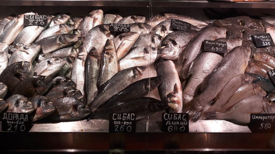 Рыбный ряд на Столичном рынке в Киеве 20190223_103305