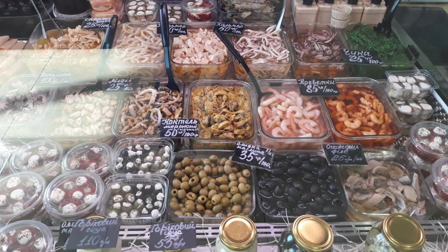 Рыбный ряд на Столичном рынке в Киеве 20190223_100939