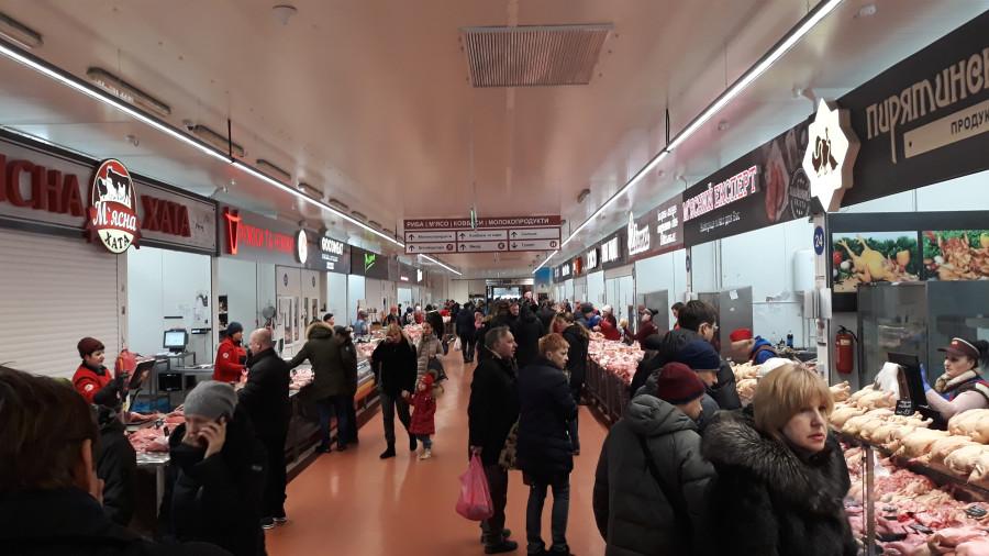 Рыбный ряд на Столичном рынке в Киеве 20190223_104454