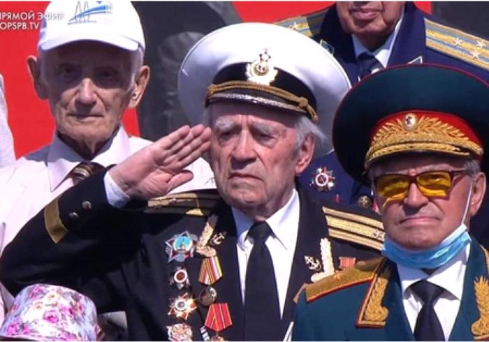 Удивительный герой на параде Победы в Питере