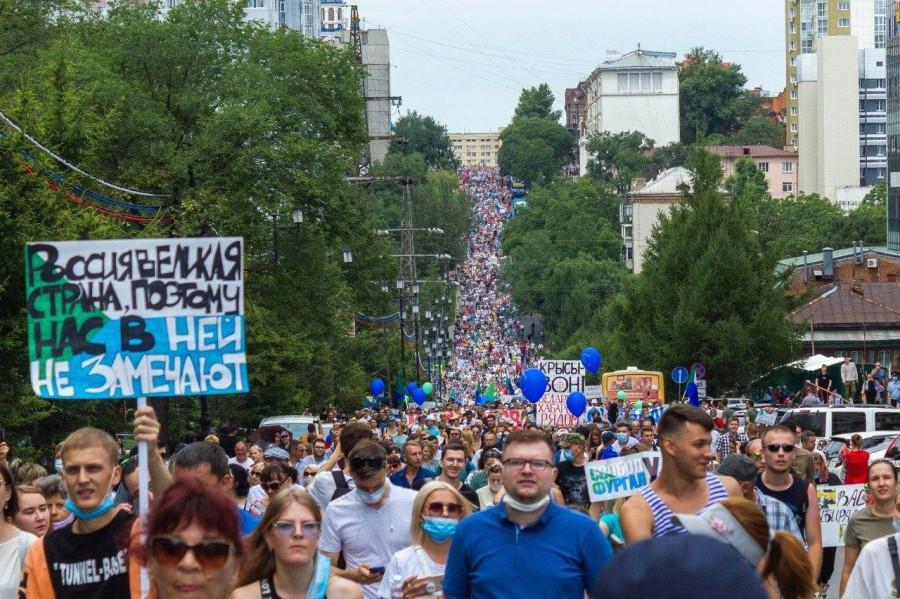 Хабаровск снова вышел на массовый протест, причем еще более массовый