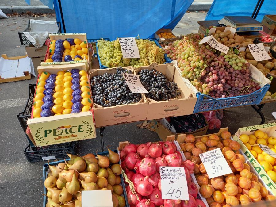 Рынок выходного дня на улице в Киеве