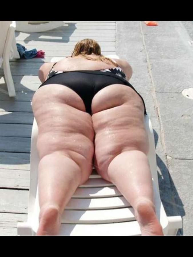 фото толстой жопы на пляже