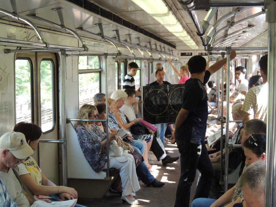 Продажа обучающих пособий в метро