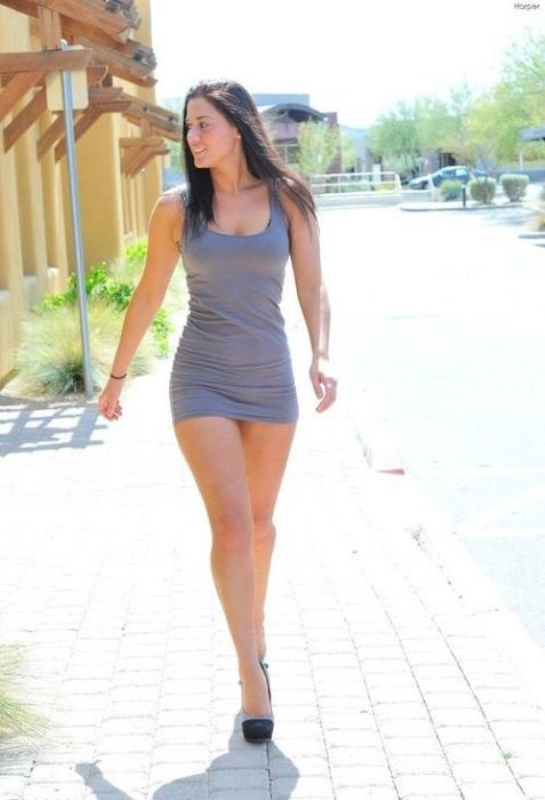 Сексуальные девушки в летних платьях