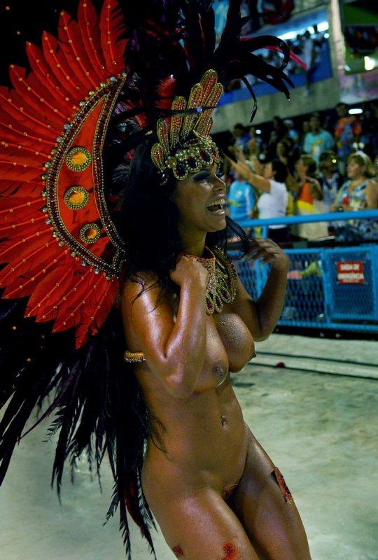 девки голышом на карнавале смотреть онлайн смотрите наше