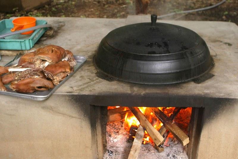 Как можно вкусно приготовить свиную рульку