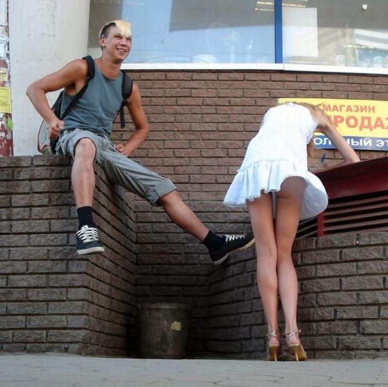 Фото парней под юбкой — pic 9