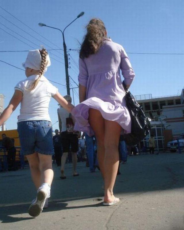 того, они фото приколи пацани поднемают девчонкам и женщинам юбки ифотографируют на камеру проститутка метро