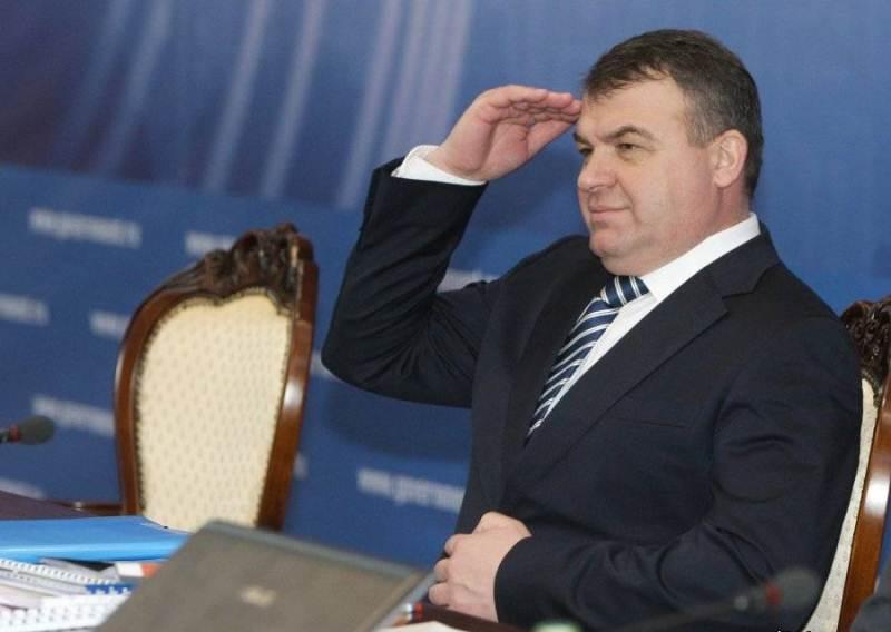 Анатолия Сердюкова пока и обвинить-то не в чем :)