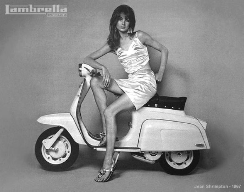 Как выглядели мини-юбки в 1960-70х годах и в наше время.