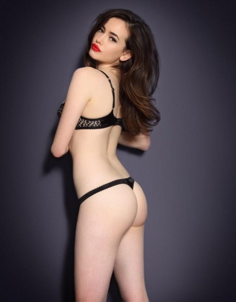 фото молодая модель татарочка демонстрирует нижнее бельё