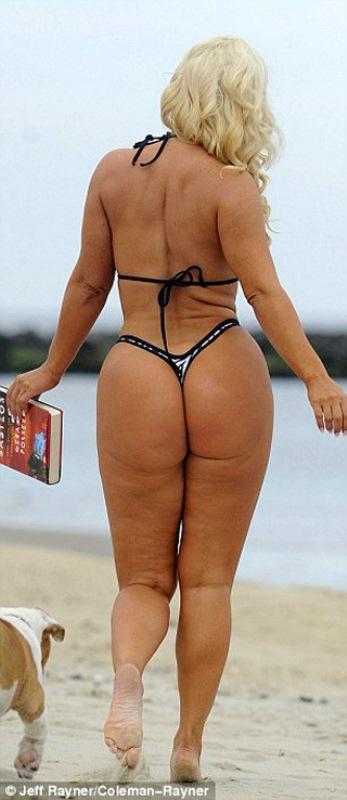 занимается подготовкой жирные попы на пляже именно так происходило