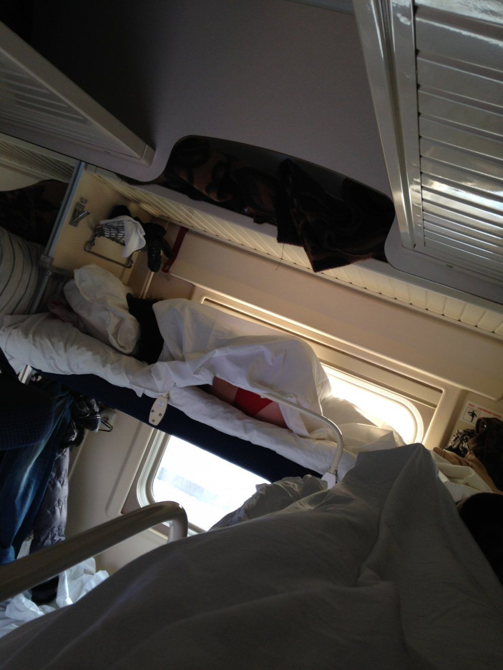 Фото девушка в поезде 7 фотография