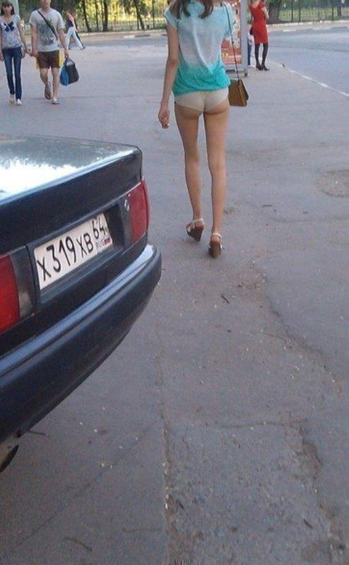 Девушка забыла что в юбке