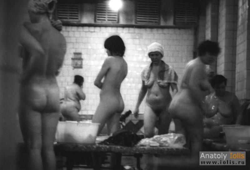 Скрытая видеокамера порно женщины в бане, полнометражное порно на курорте