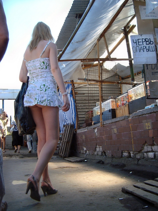 Оцените 1 2 3 4 5. Лето, солнце, жара, девушки в коротких юбочках