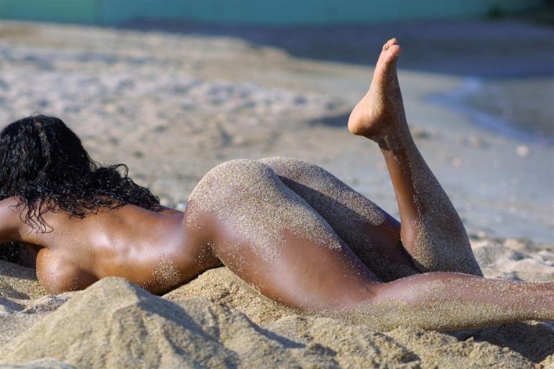 Фото полных людeй нa нудистских пляжaх 14 фотография