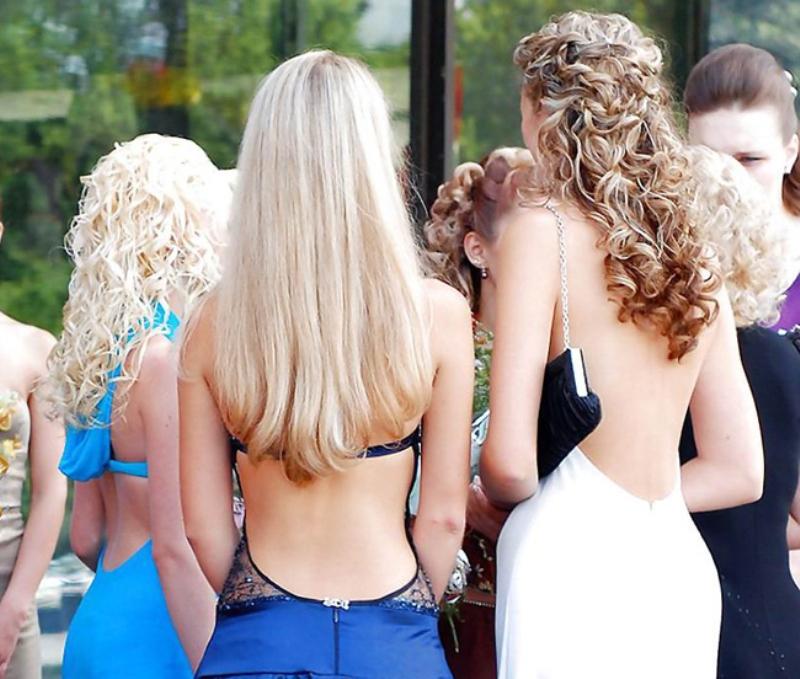 фото и видеоролики полностью голые девушки и женщины раком