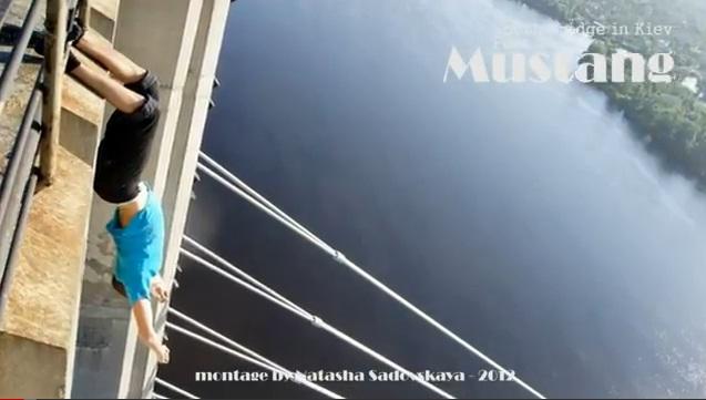Это уже эпидемия!Лазить по верхотуре.Южный мост в Киеве.